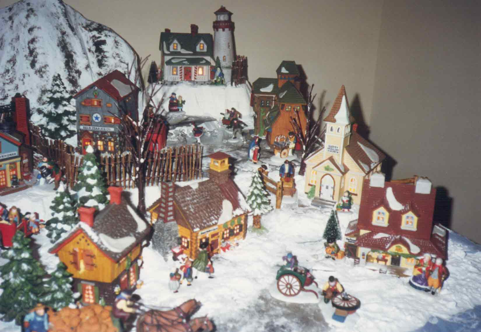 1000 images about department 56 on pinterest north pole christmas villages and building. Black Bedroom Furniture Sets. Home Design Ideas